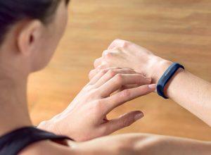 Фитнес-трекер Fitbit Flex 2 взорвался прямо на руке у женщину