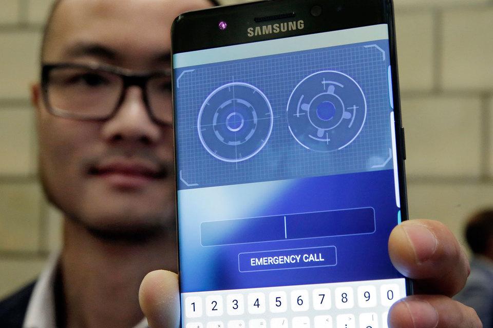 Сканер глаза Samsung Galaxy S8 можно обмануть константной линзой