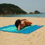 Пляжные гаджеты 2017: CGear Sand-Free Mat