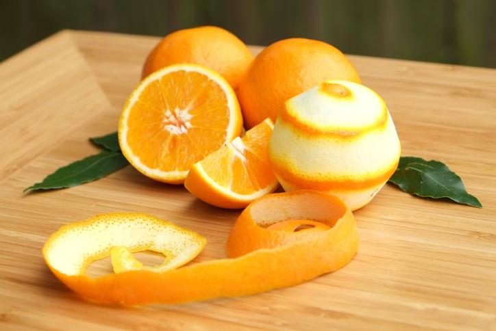 Лайфхаки для кухни: 4 способов как при помощи апельсиновой корки очистить бытовые приборы