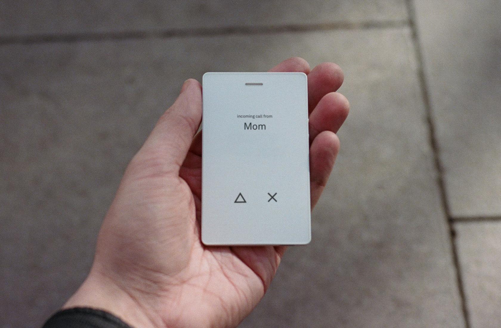 Смартфон Light Phone 2 - инструмент для общения, а не образа жизни