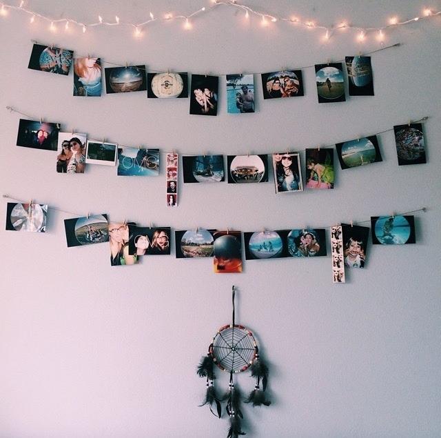Гирлянда с фотографиями на стене