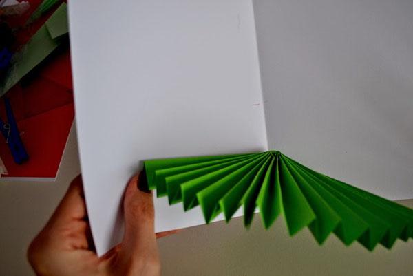 новогодняя открытка с елкой внутри
