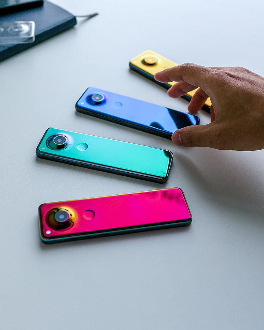 Новый смартфон Essential