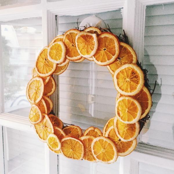 новогодний венок из апельсинов