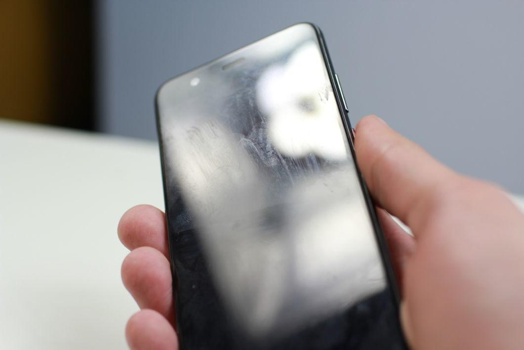 Дезинфекция экрана смартфона