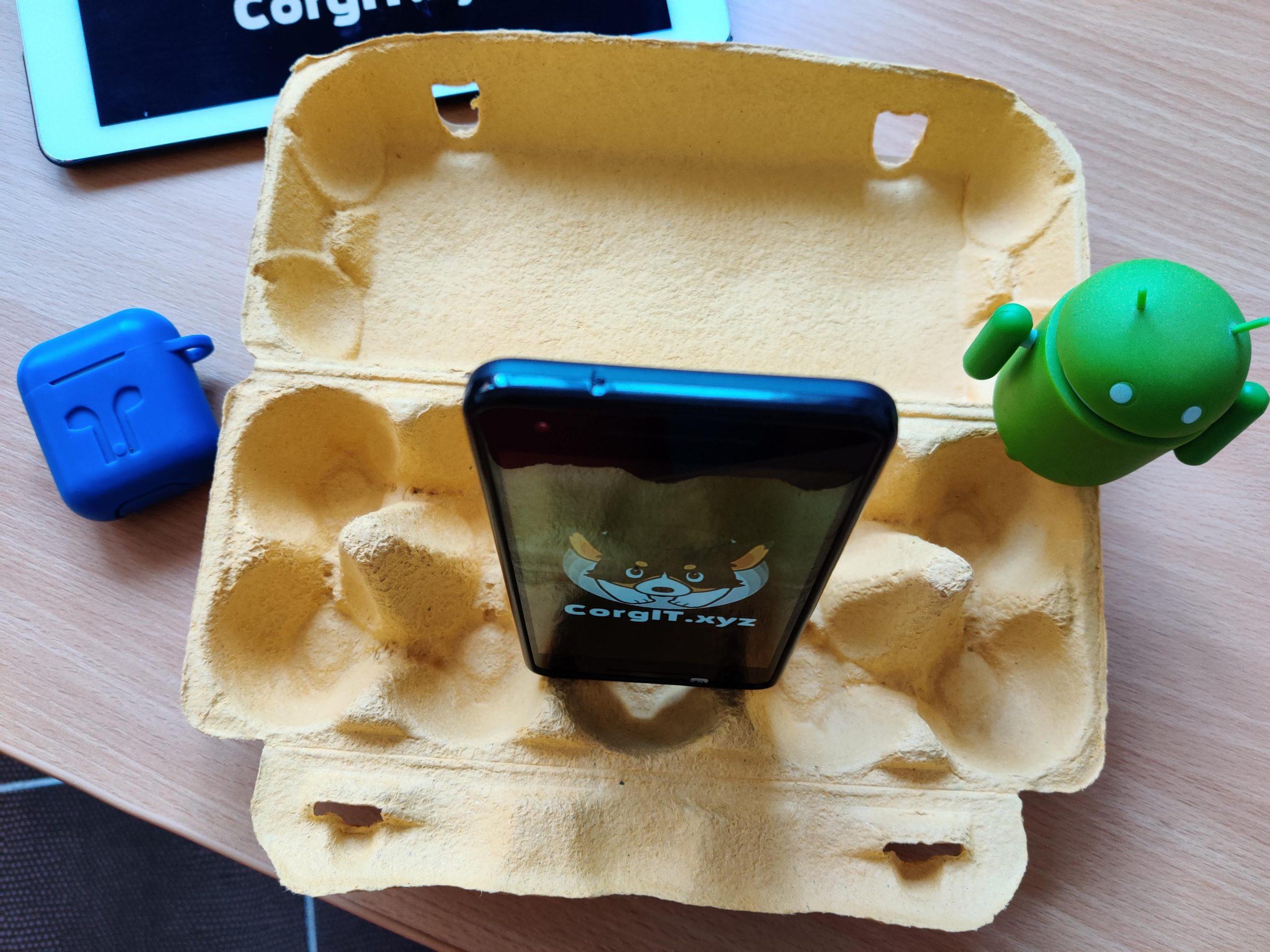 подставка для смартфона из контейнера из под яиц