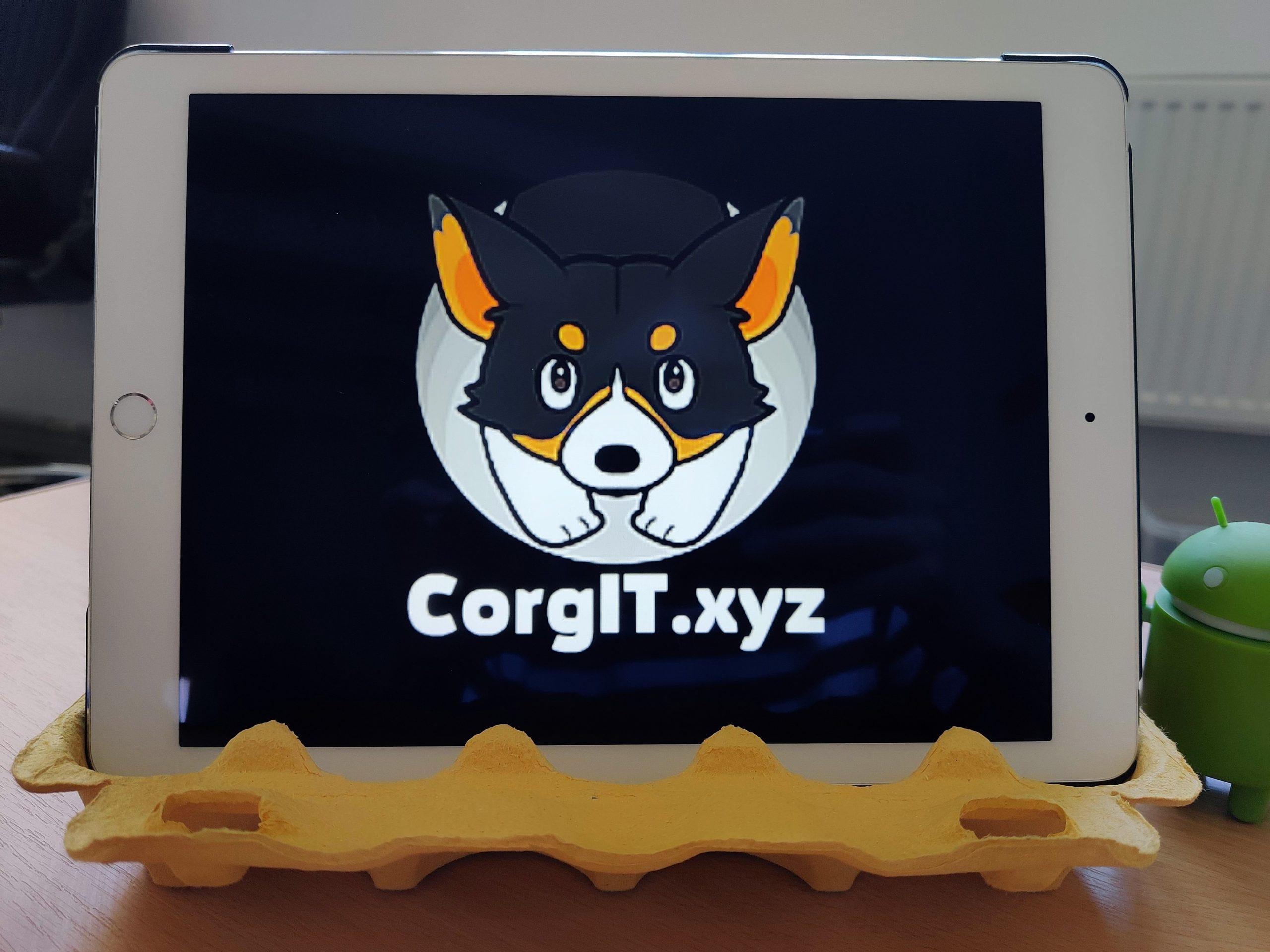 Подставка для планшета из контейнера из под яиц