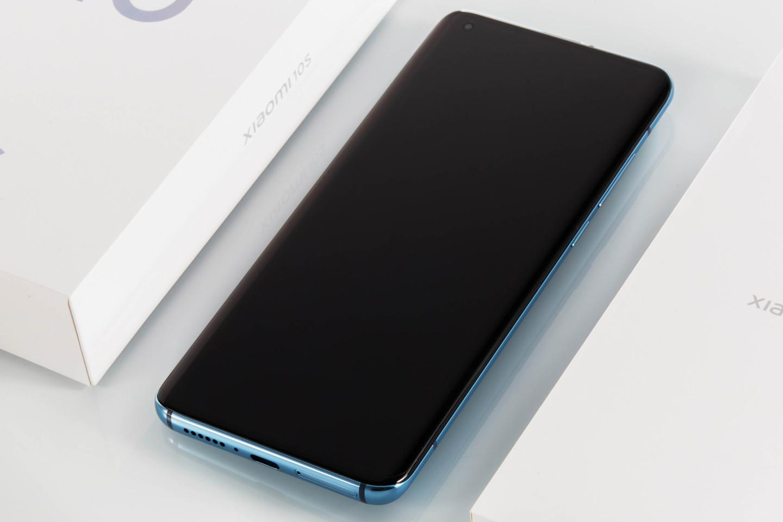 смартфоны с реверсивной зарядкой 2021