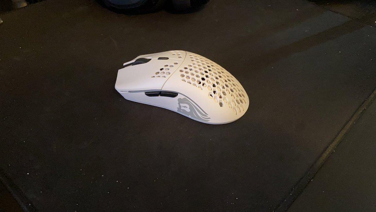 мышь с дырками в корпусе